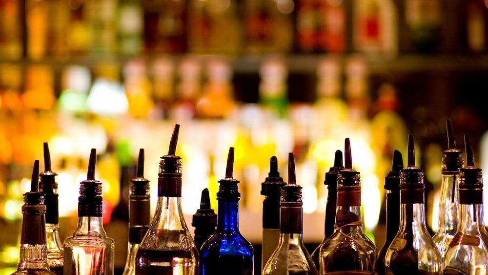 نوشیدن الکل، با خطر ابتلا به سرطان همراه است
