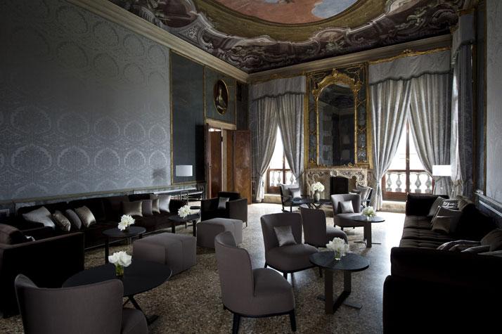 گراند هتل زیبا و خیره کننده در شهر عشق و آبراه ها + تصاویر