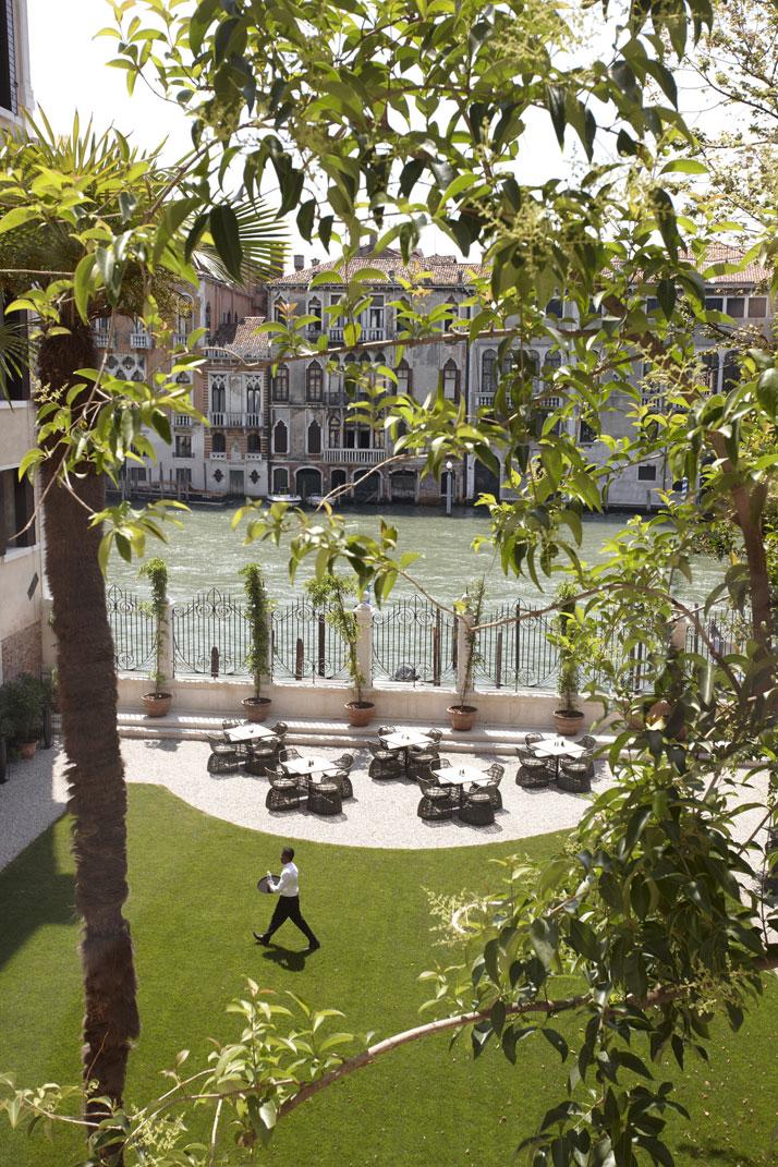 گراند هتل زیبا و خیره کننده در شهر عشق و آبراه ها