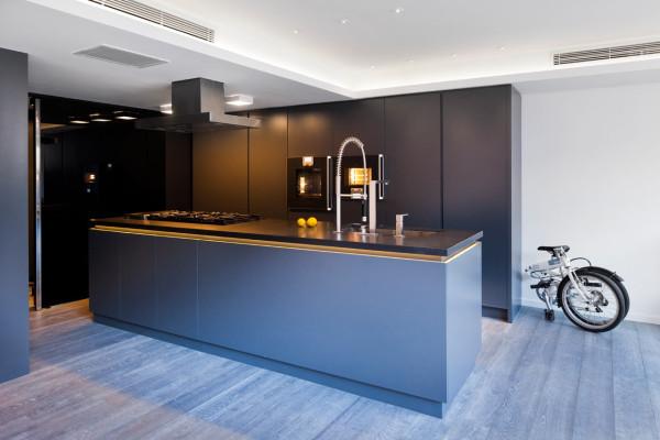 آپارتمان بازسازی شده با دکوراسیون فولادی