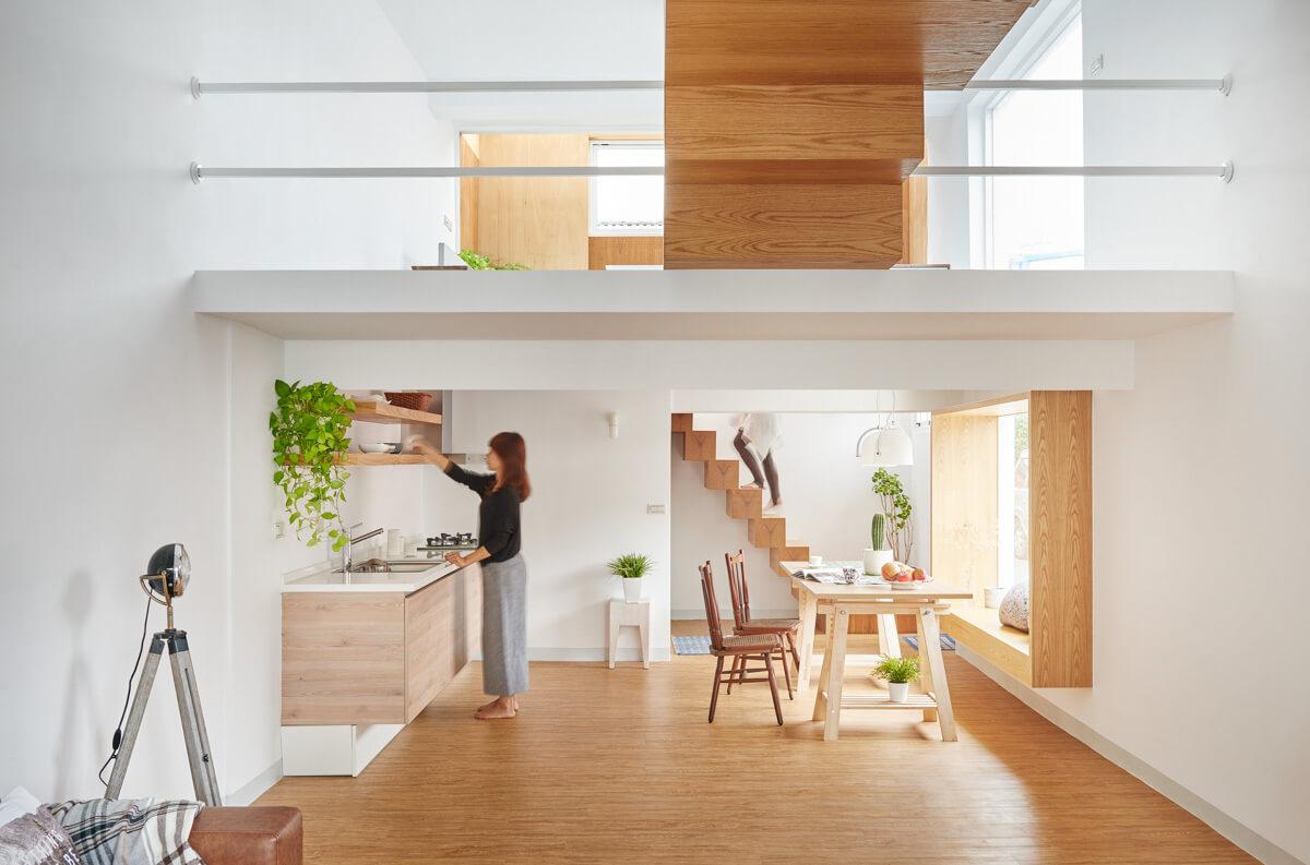 طراحی خانه دو و نیم طبقه قشنگ و ساده