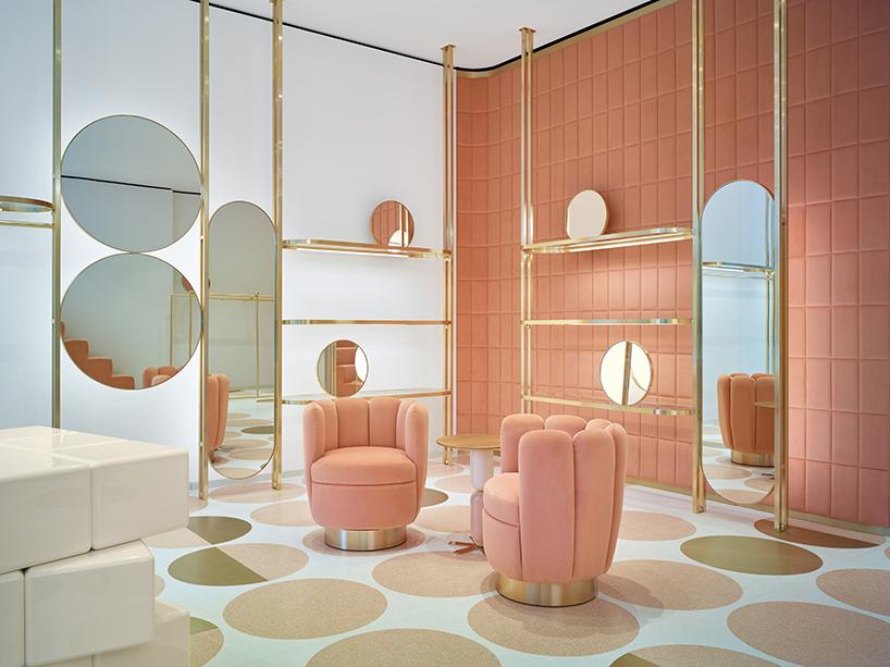 دکوراسیون دلنشین به رنگ صورتی در فروشگاه زیبایی در لندن