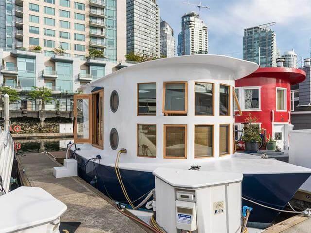خانه های مدرن و کوچک شناور به رنگ قرمز و آبی در ونکوور، کانادا +تصاویر