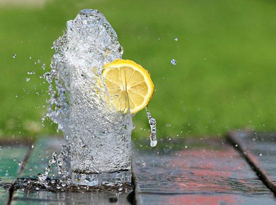 نوشیدن آب با معده خالی چه فوایدی دارد؟