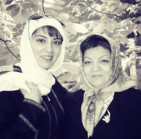خانم حمیرا ریاضی و مادرش
