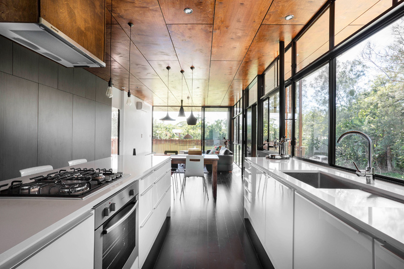 خانه ساحلی معلق با سه اتاق خواب مدرن در استرالیا