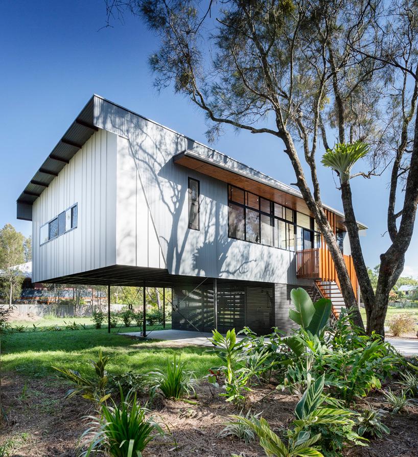 خانه ساحلی معلق با سه اتاق خواب مدرن + تصاویر