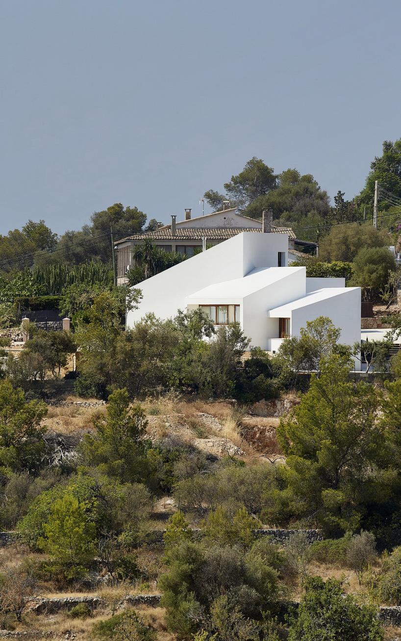 خانه قشنگ در محیط زیست
