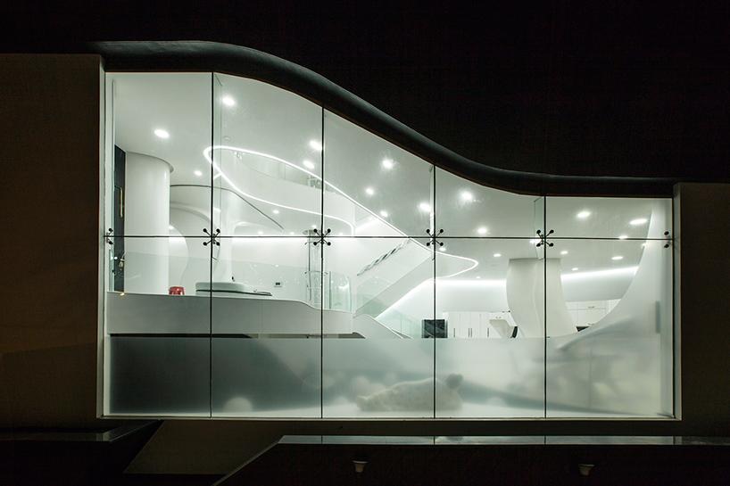 طراحی خانه زیبا با الهام از سیالات در بنگلور، هند