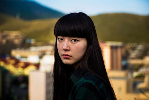 دختر جذاب مغولی