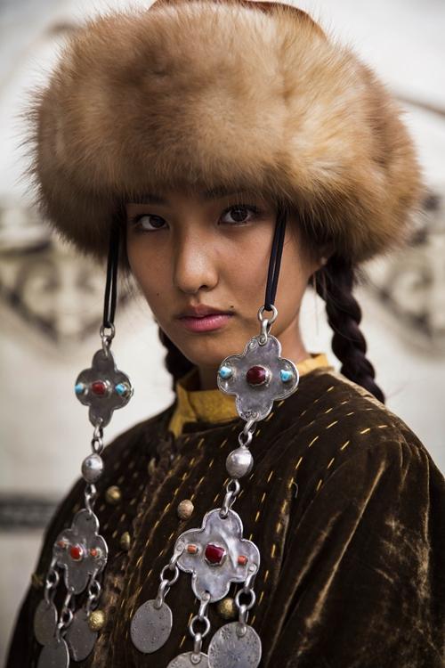 دختر زیبای قرقیزستانی