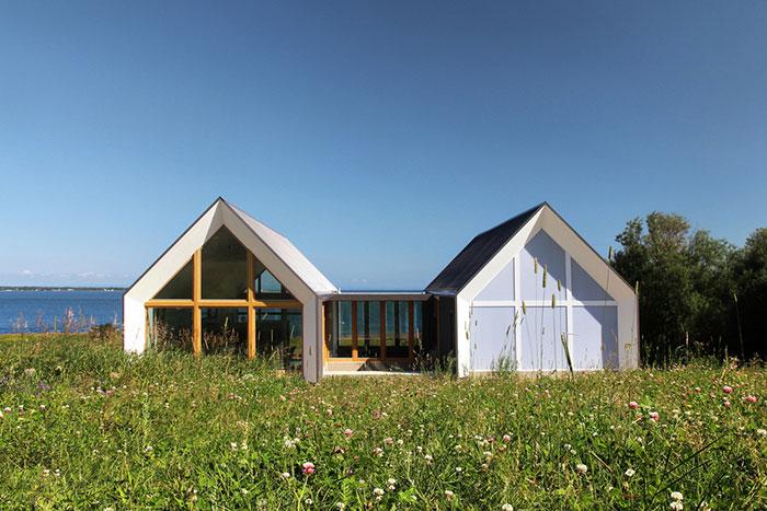 خانه دوقلوی ویلایی در کانادا که مشرف به دریاست + تصاویر