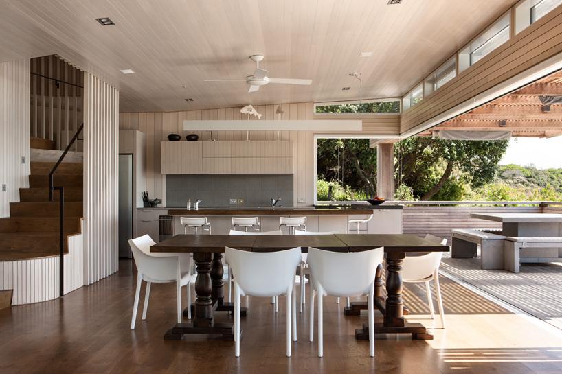 خانه ی ساحلی زیبا و مدرن در طبیعت زیبای نیوزیلند + تصاویر