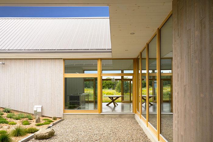 خانه دوقلوی ویلایی در کانادا که مشرف به دریاست
