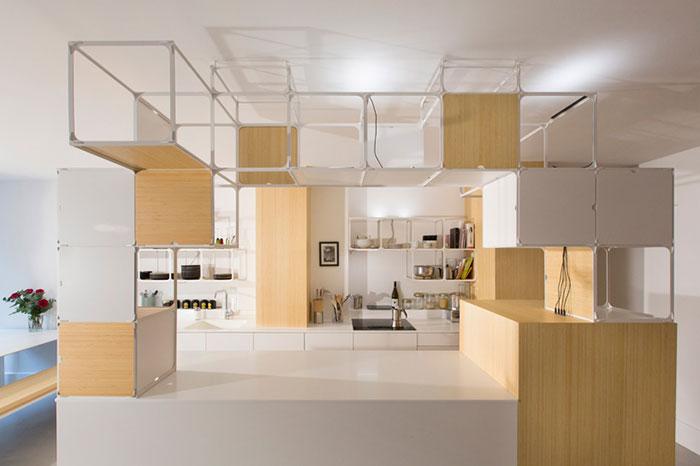 آپارتمان مدرن با دکوراسیونی از قاب های شبکه ای چندکاره در پاریس + تصاویر