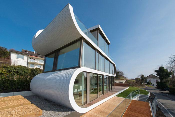خانه لوکس با ظاهری جالب شبیه کشتی های آینده در سوئیس