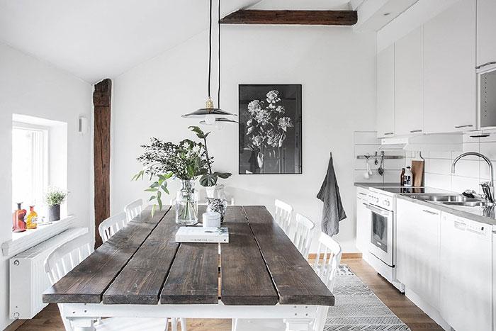خانه مدرن و خلاقانه با تیرک های چوبی از آثار به جا مانده از خانه قدیمی در سوئد