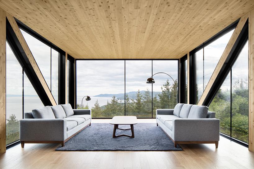 تبدیل انبار چوبی قدیمی به خانه ییلاقی مدرن و بتنی در کبک