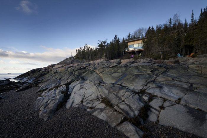 ویلای مدرن پانورما با چشم انداز رودخانه در کبک کانادا