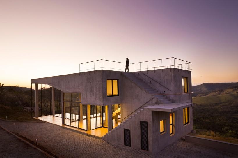 خانه بتنی مدرن و زیبا در میان اکوسیستم برزیل + تصاویر