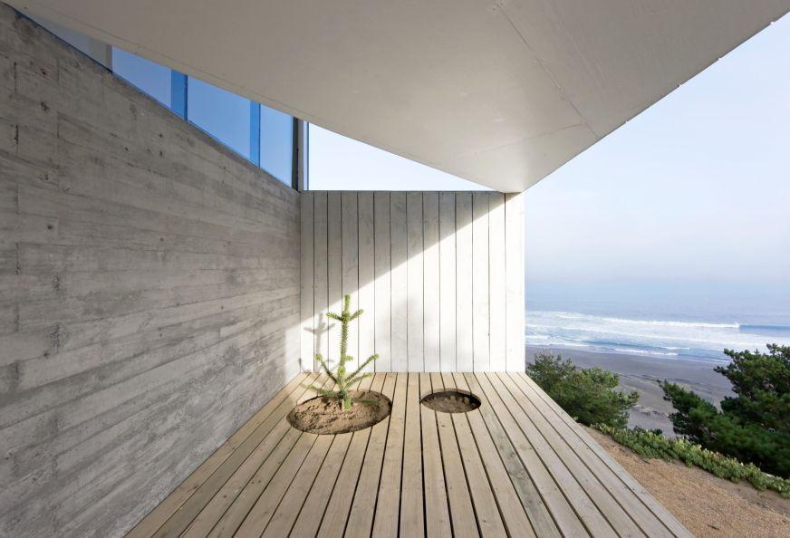 خانه مدرن مکعبی شکل و روستایی با چشم انداز دریا در شیلی