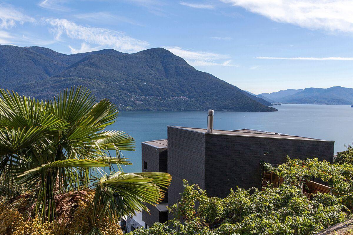 خانه روستایی مدرن و زیبا کنار دریاچه ای در سوییس + تصاویر