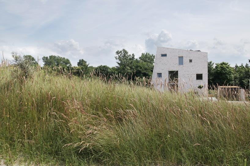ویلای معاصر سنگی روی تپه ای در هلند