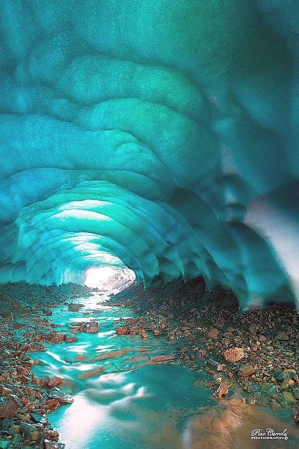 غار کریستالی در اسکفتل ایسلند