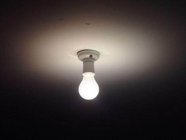قانون عجیب و غریب در ویکتوریا: لامپ عوض نکنید
