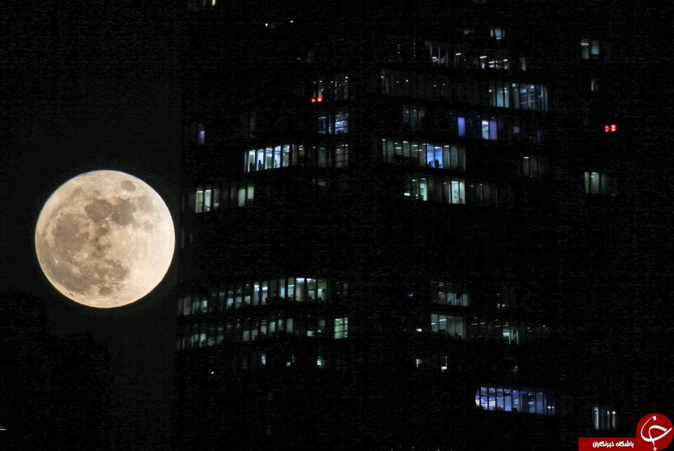 ابر ماه در امارات