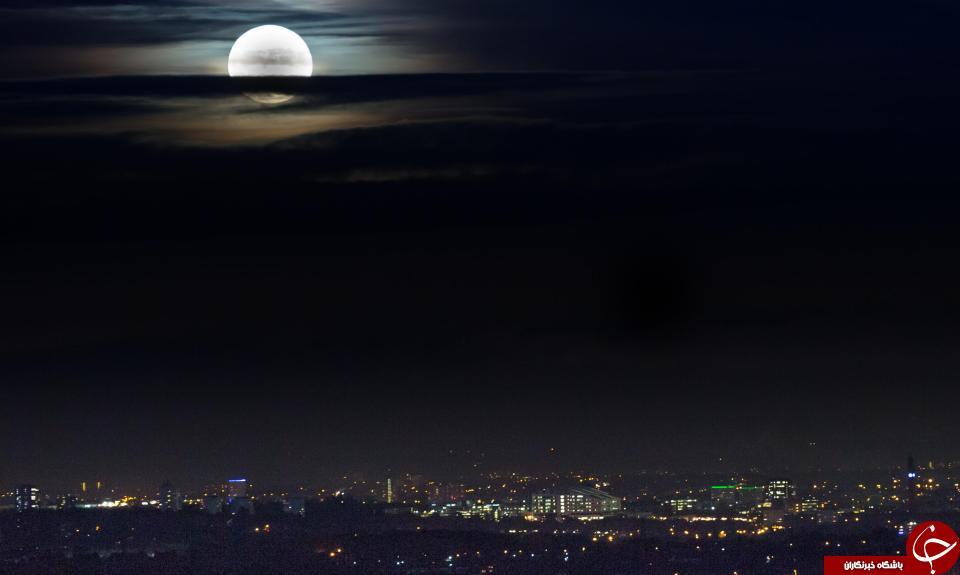 ابر ماه در بیرمنگام، انگلیس