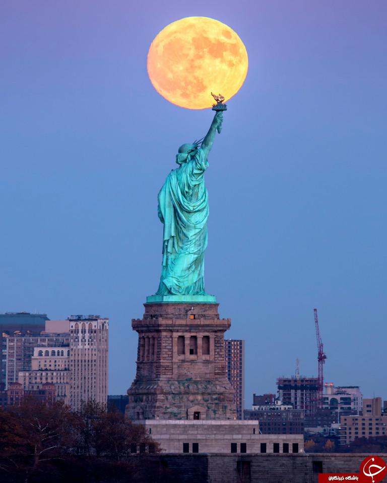 ابر ماه در مجسمه آزادی، نیویورک