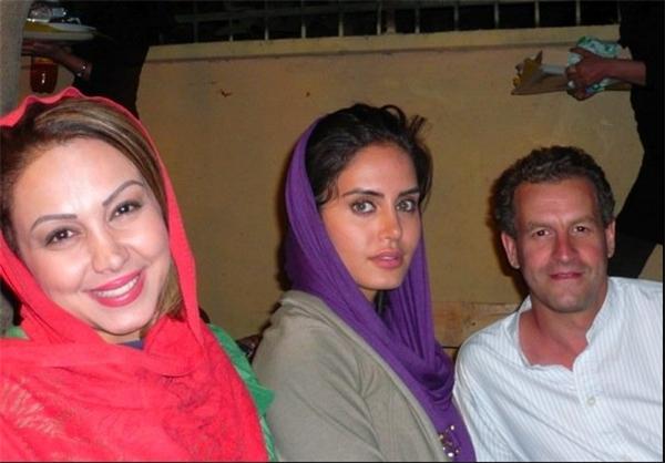 عکس یادگاری مدیر بخش خاورمیانه شرکت انگلیسی از حضور در مهمانی بازیگران ایرانی