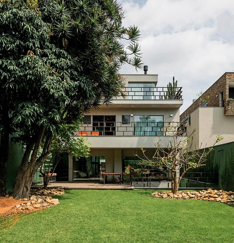 خانه ساخته شده از الیاف نخل طبیعی در برزیل