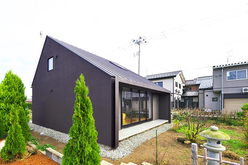 خانه مقاوم در برابر طوفان در ژاپن با نمای فولادی + تصاویر