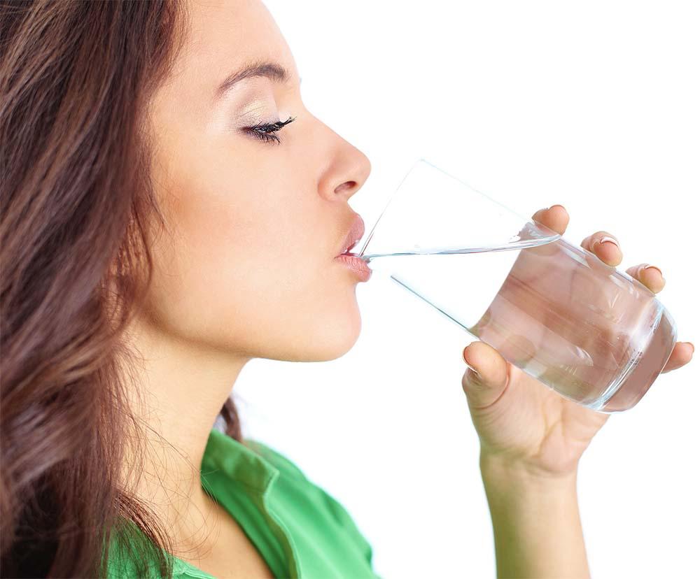 نوشیدن آب و چاقی صورت