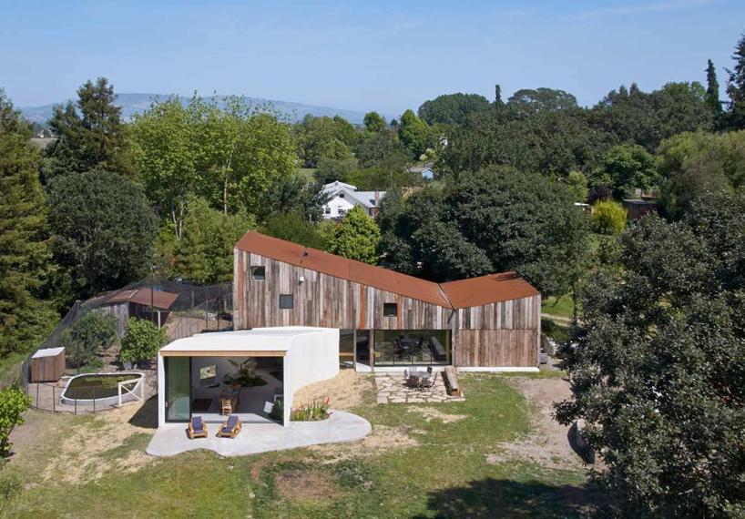 بازسازی انبار مخروبه و تبدیل آن به خانه هنرمندی در کالیفرنیا + تصاویر