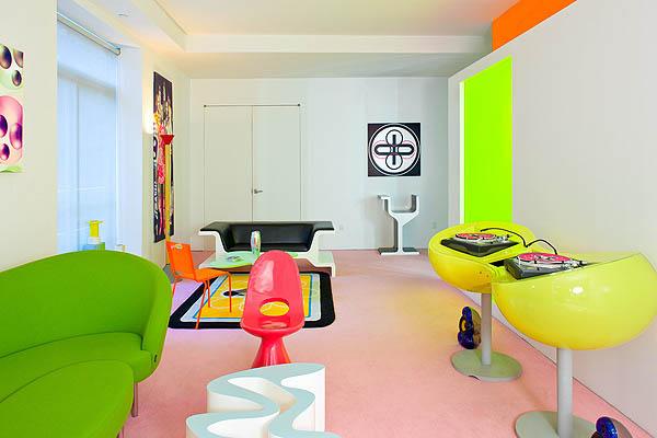 انباری در نیویورک که به آپارتمانی رنگارنگ تبدیل شده است
