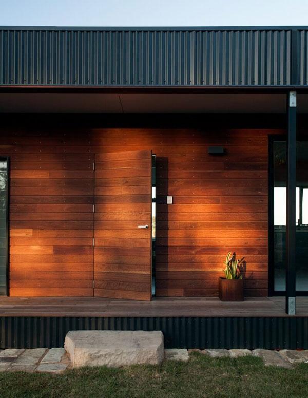 بام سبز خانه ساحلی با پوشش گیاهی و سازگار با محیط زیست