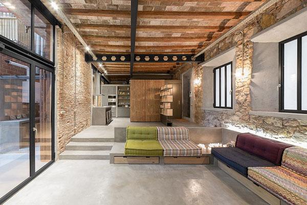 بازسازی فوق العاده حرفه ای یک کارگاه نجاری و تبدیل آن به یک خانه ی مدرن