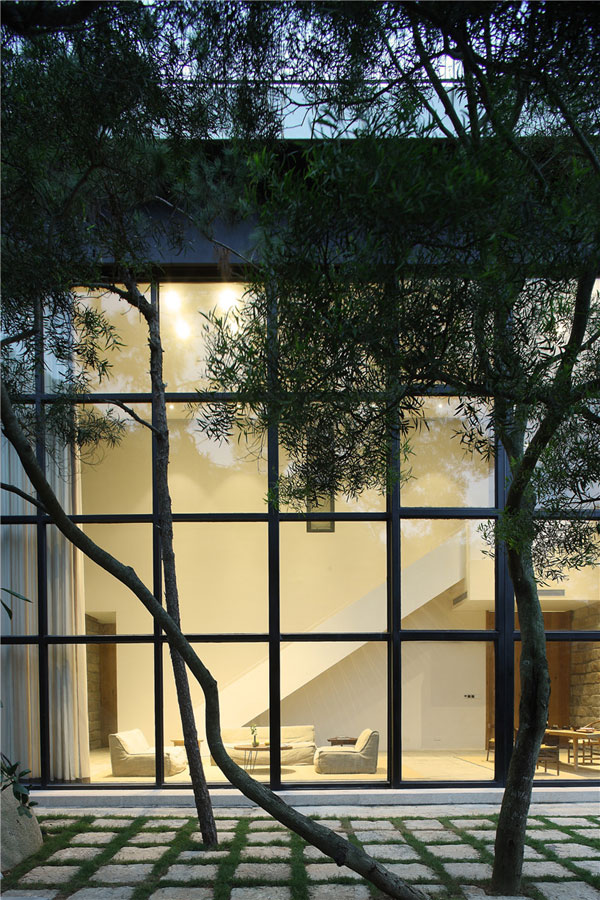 خانه زیبا ساخته شده از مواد طبیعی و دور از استرس و شلوغی شهر
