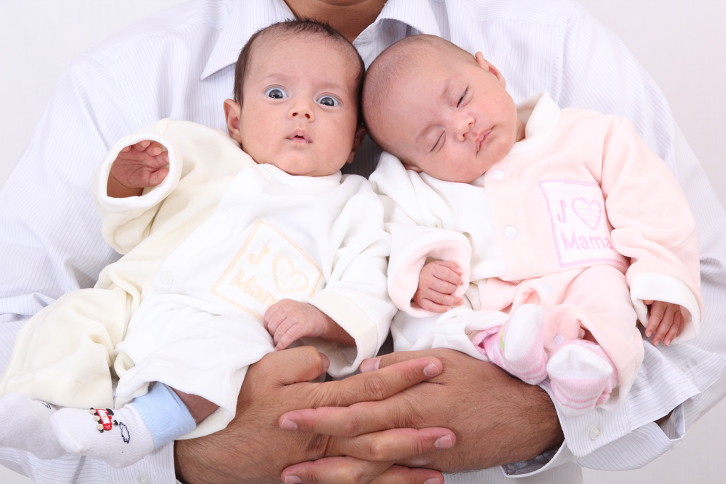 تولد عجیب دوقلو های آمریکایی از دو پدر مختلف!!!