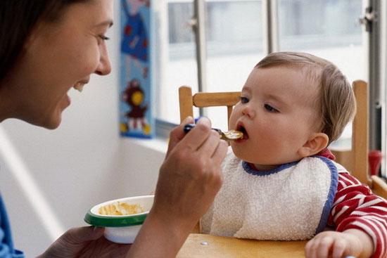 نحوه دادن غذای کافی و سالم به کودکان
