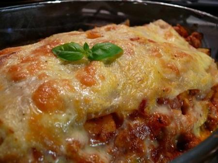 آماده کردن ماکارونی با پنیر ویژه ناهار