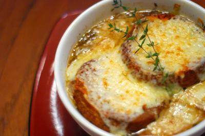 چگونه سوپ پیاز فرانسوی تهیه کنیم؟