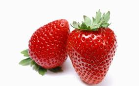 نحوه درست کردن نوشیدنی تابستانی خیار و توت فرنگی