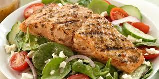 طرز تهیه غذای رژیمی سالاد یونانی با ماهی ساردین
