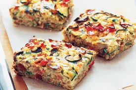 چگونه فریتای پیاز و سبزیجات را برای صبحانه طبخ کنیم؟