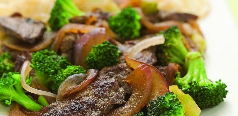 آموزش پخت گوشت سرخ شده بهمراه کلم بروکلی
