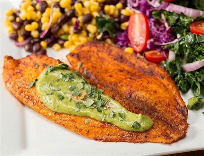 چگونه خوراک تیلاپیا با سبزیجات تابستانی طبخ کنیم؟